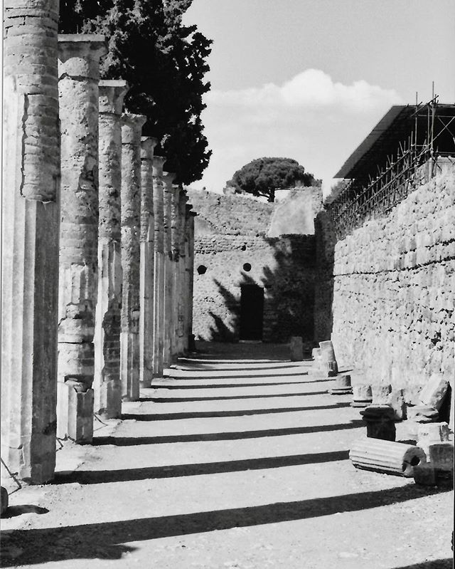 Welcome to #Pompeii in #35mm . . . #vsco#vscoitaly#instagood#instagram#stayandwander#travel#travelgram#vogue#setlife#fashion#vscocam#folk#folkgood#sonya6000#camplife#canonphotography#photography#cinematography#film#allshots_#actor#streetphotography#outdoors#blackandwhite#blackandwhitephotography