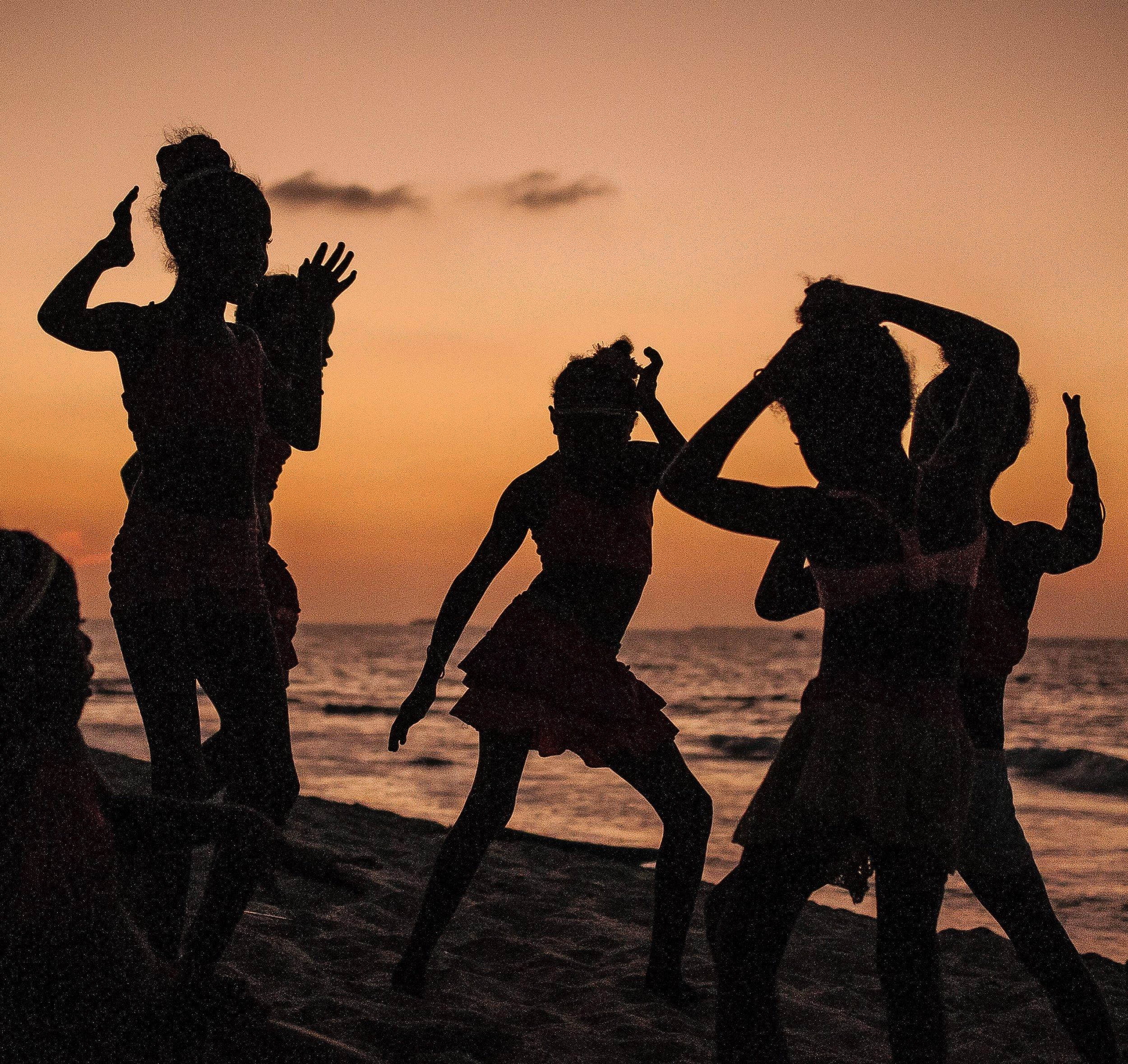 IMG_1213-colombia-girls-beach-s.JPG