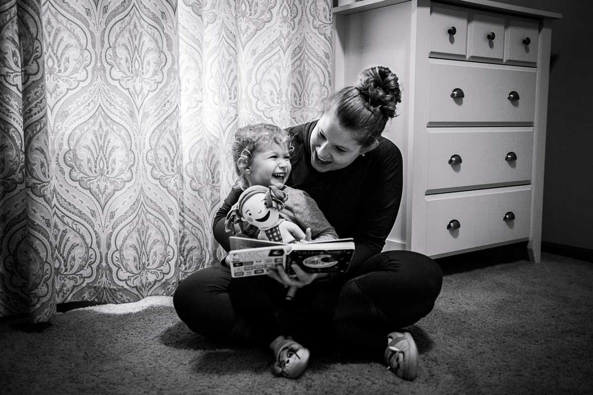 Helping Daddy - Crown Point, IN Storytelling Photography