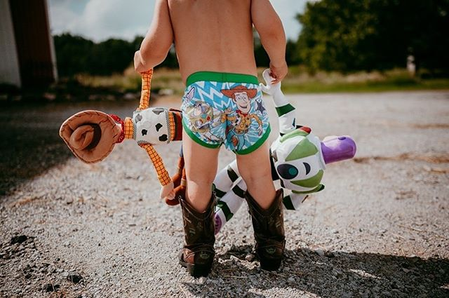 Woody and Buzz don't care if you want to walk to the barn in your boots and new Toy Story undies because... 🎶 You've got a friend in me 🎶 (PS Mav's potty training has been quite a success smack in the middle of hay season!) @dr_dianna those boots are still a treasure in this household 💜 . . . . #toystory #toystory4 #disneykid #disney #woodyandbuzz #lovinreallife #kfoxphotos #kfoxphotography #crownpointindiana #northwestindiana #northwestindianaphotographer #documentaryphotography #documentyourdays #storiesoftheeveryday #createeveryday #hellostoryteller #childhoodunplugged #kidsforreal #letthembelittle #magicofchildhood