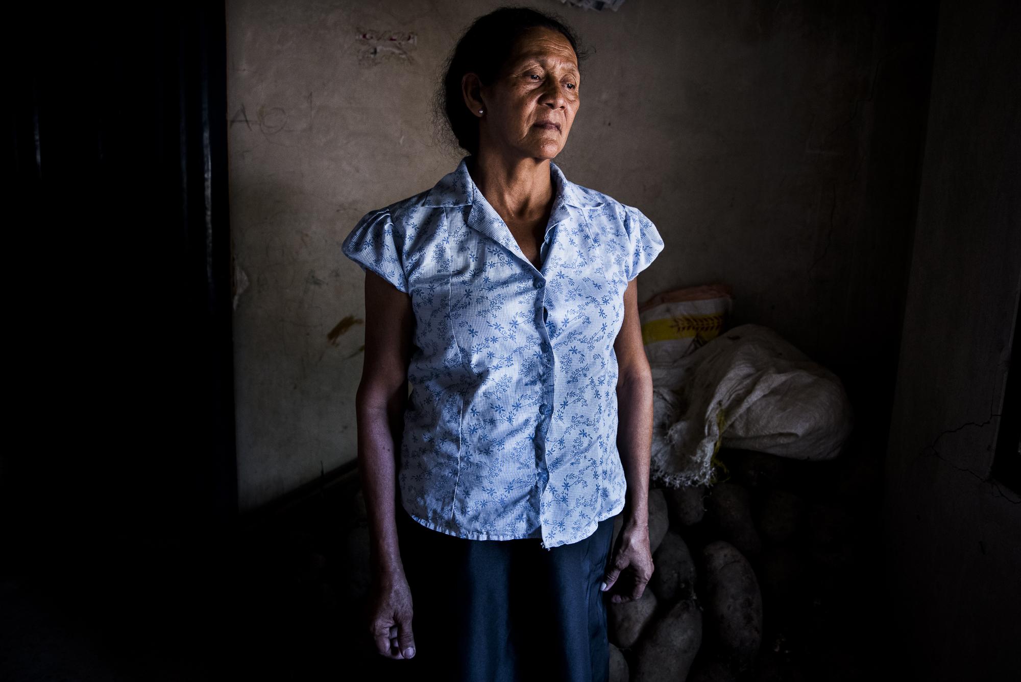 Rosa Isabel Buelvas, desplazada del corregimiento Los Charquitos en San Jacinto. Hace 15 años llego al Carmen de Bolivar donde vende bolis y jugos hechos por ella misma.