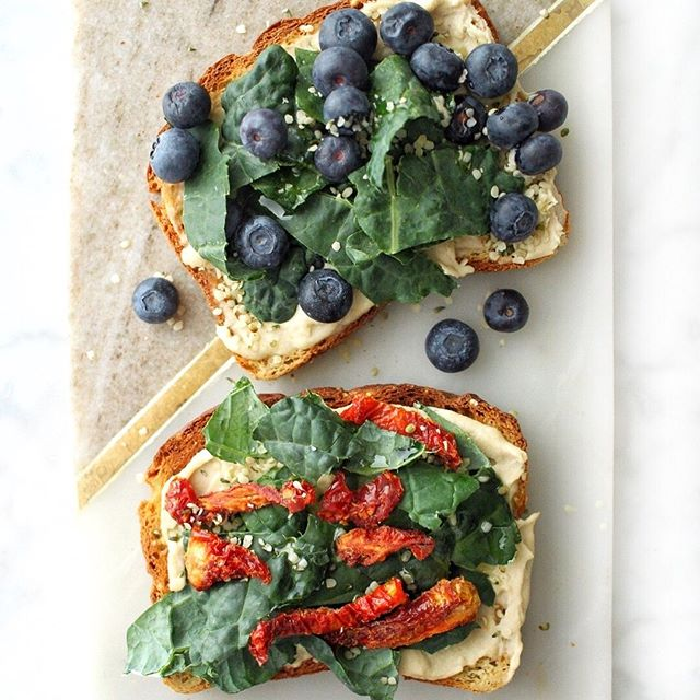 Kale Toast? KALE YEAH! 😆 Which topping are you choosing? ✨ Blueberries or Sun Dried Tomatoes? ⬇️ ⠀⠀⠀⠀⠀⠀⠀⠀⠀ Maggie @onceuponapumpkin (📸) 👏 ⠀⠀⠀⠀⠀⠀⠀⠀⠀ #FarmFreshGreens #NaturesGreens . . . #kaleyeah #kale #toast #toasttoppings #toppings #blueberries #sundriedtomatoes #goodmoodfood #eattherainbow #eatyourcolors #eatcolorfully #beautifulcuisine #feedfeed #huffpostetaste #foodisfuel #fuelforyourbody #eatyourgreens #haveaplant #eatmoreplants #wholesome #toasttuesday #mealsonthego #thenewhealthy #eatwellfeelwell #goodeats #eeeeeeats #tasty #buzzfeedfood