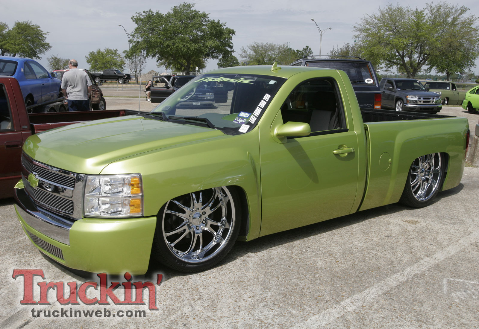 1004trweb_15+2010_midnight_fantasies_truck_show+custom_green_chevy_silverado.jpg