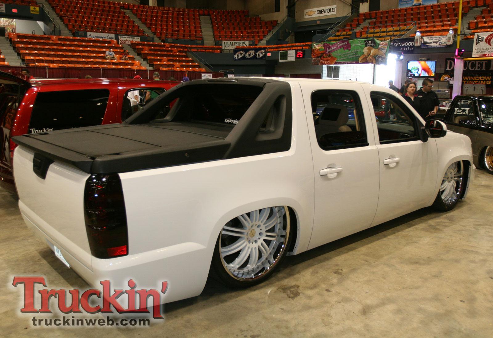 1004trweb_66+2010_midnight_fantasies_truck_show+chevy_avalanche_custom_rear.jpg