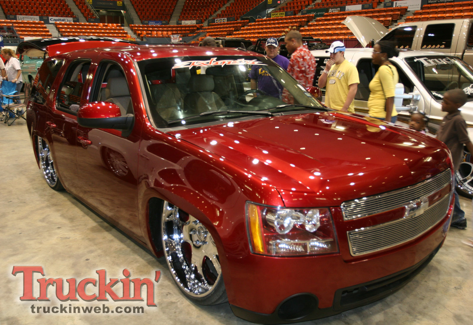 1004trweb_68+2010_midnight_fantasies_truck_show+custom_chevy_tahoe.jpg