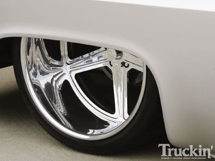 1104tr_07+1986_chevy_c10+right_rear_tire.jpg