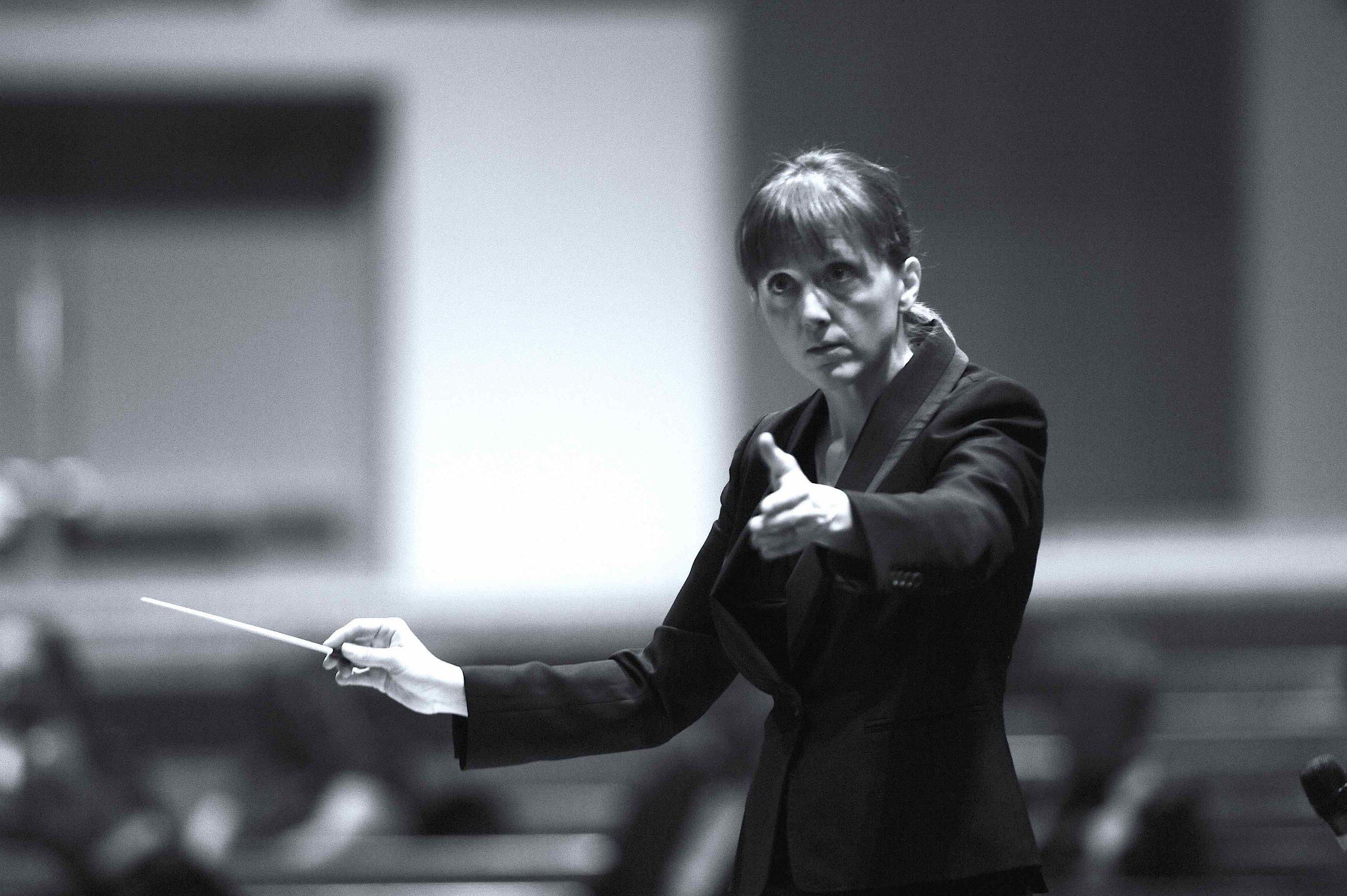 Erin Freeman conducting-1 copy.jpg