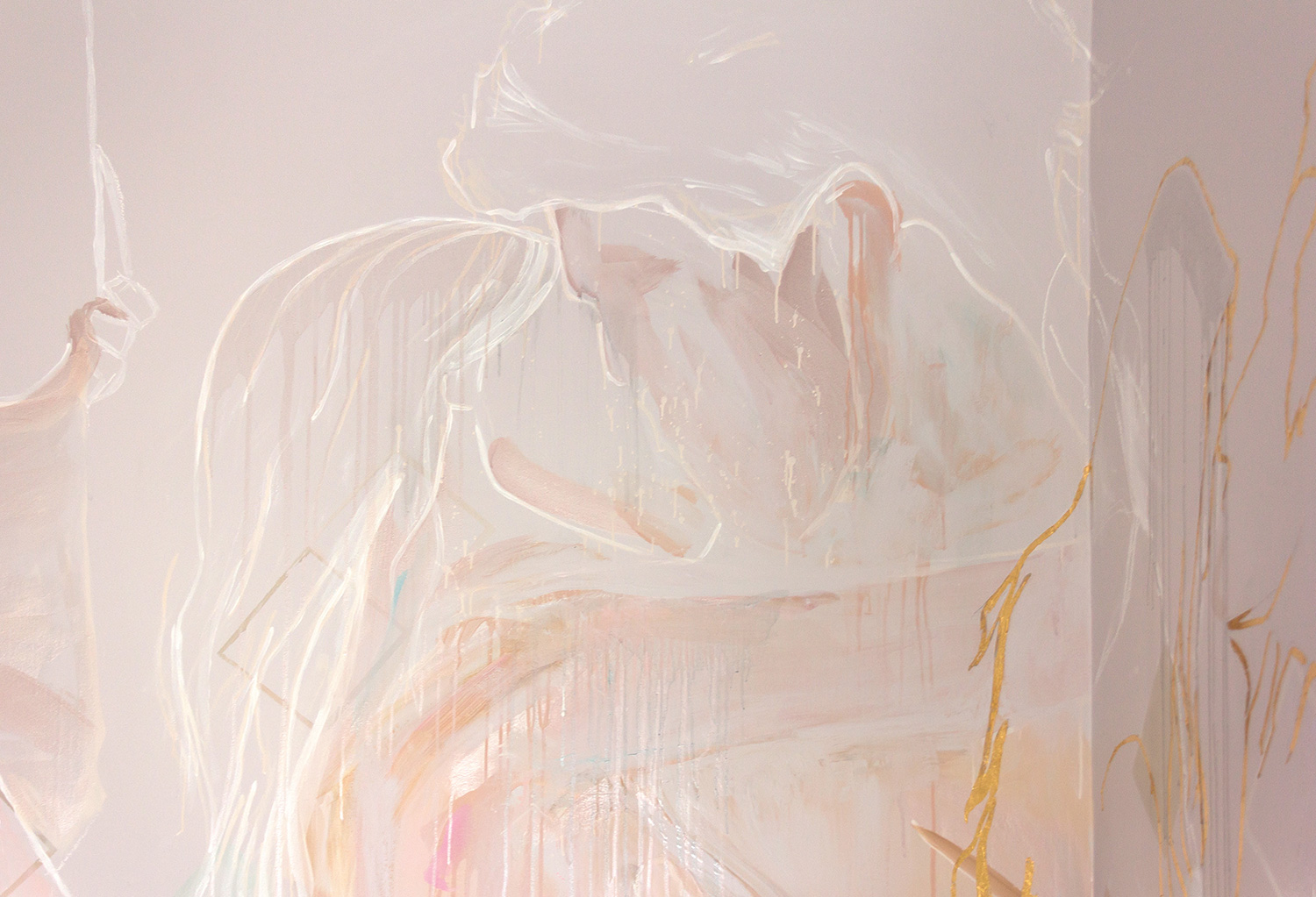 Mural close up of couple passionately kissing. Painted in a loose, abstract style with soft pastel colours, the figures are outlined in white and gold leaf.