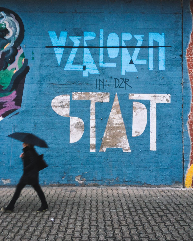 verloren-in-der-stadt-graffiti-ehrenfeld-busy-stranger-stride-by-cologne-2015-trilastiko-street-urban.jpg