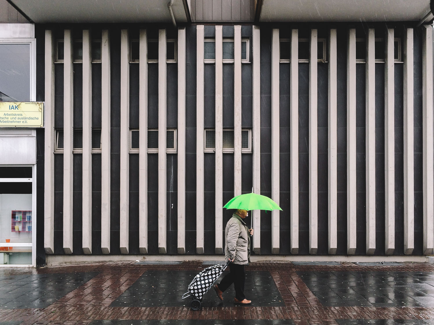 man-with-a-green-umbrella-busy-stranger-stride-by-cologne-2015-trilastiko-street-urban.jpg