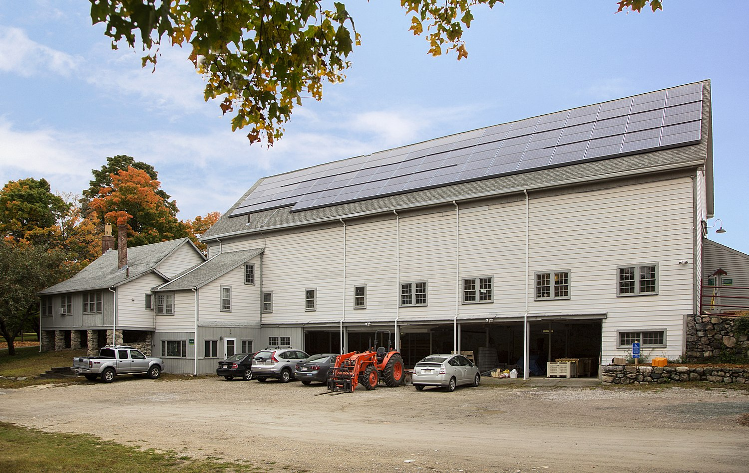 Net positive barn with rooftop solar panels