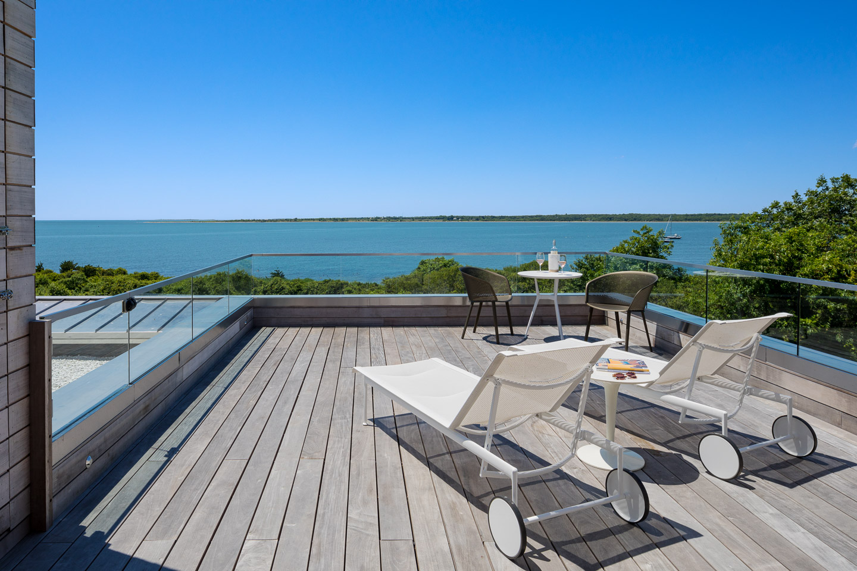 Modern waterfront home in Massachusetts
