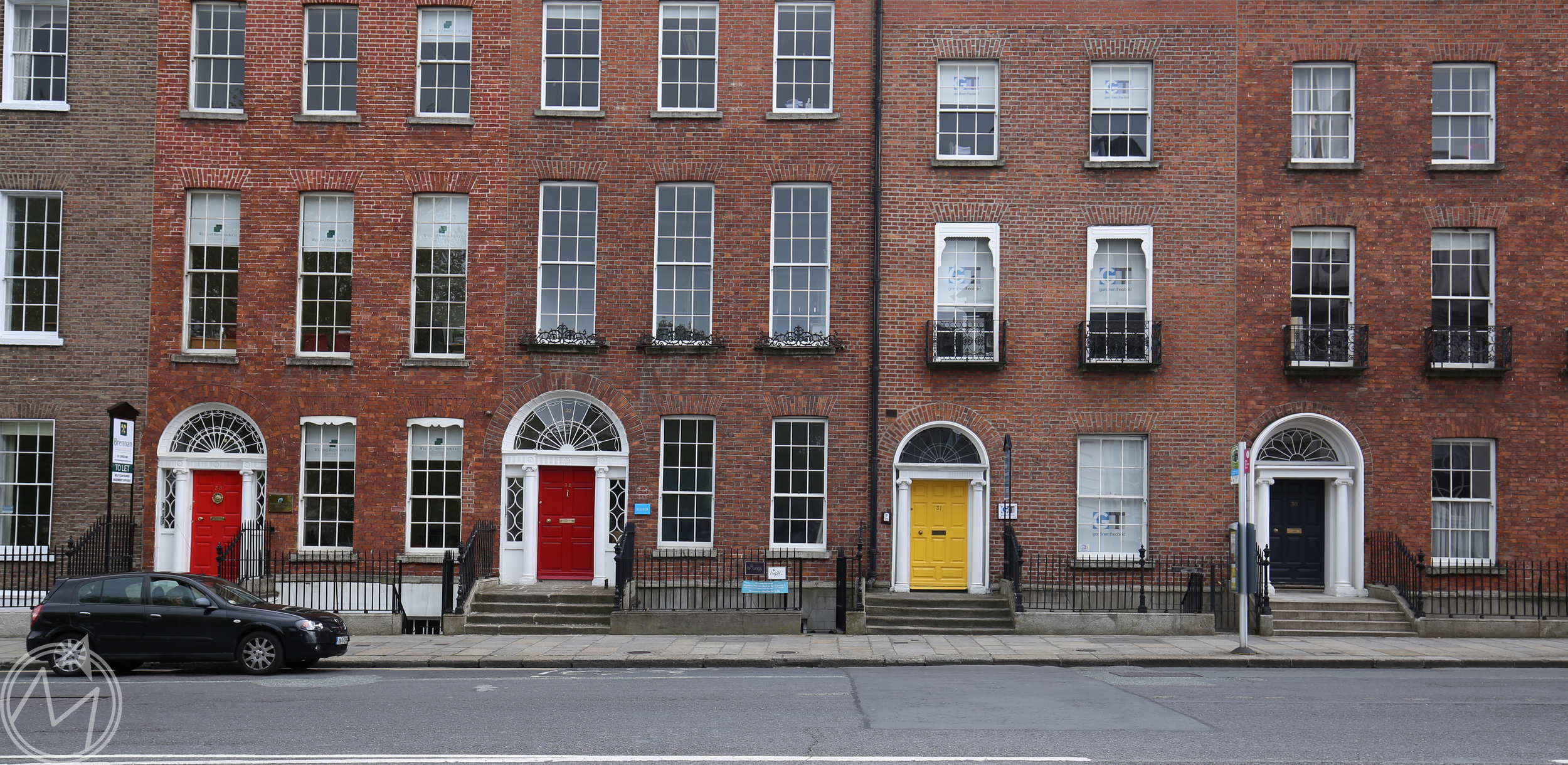 i have a thing for the colored doors of dublin. they are everywhere and make me happy.