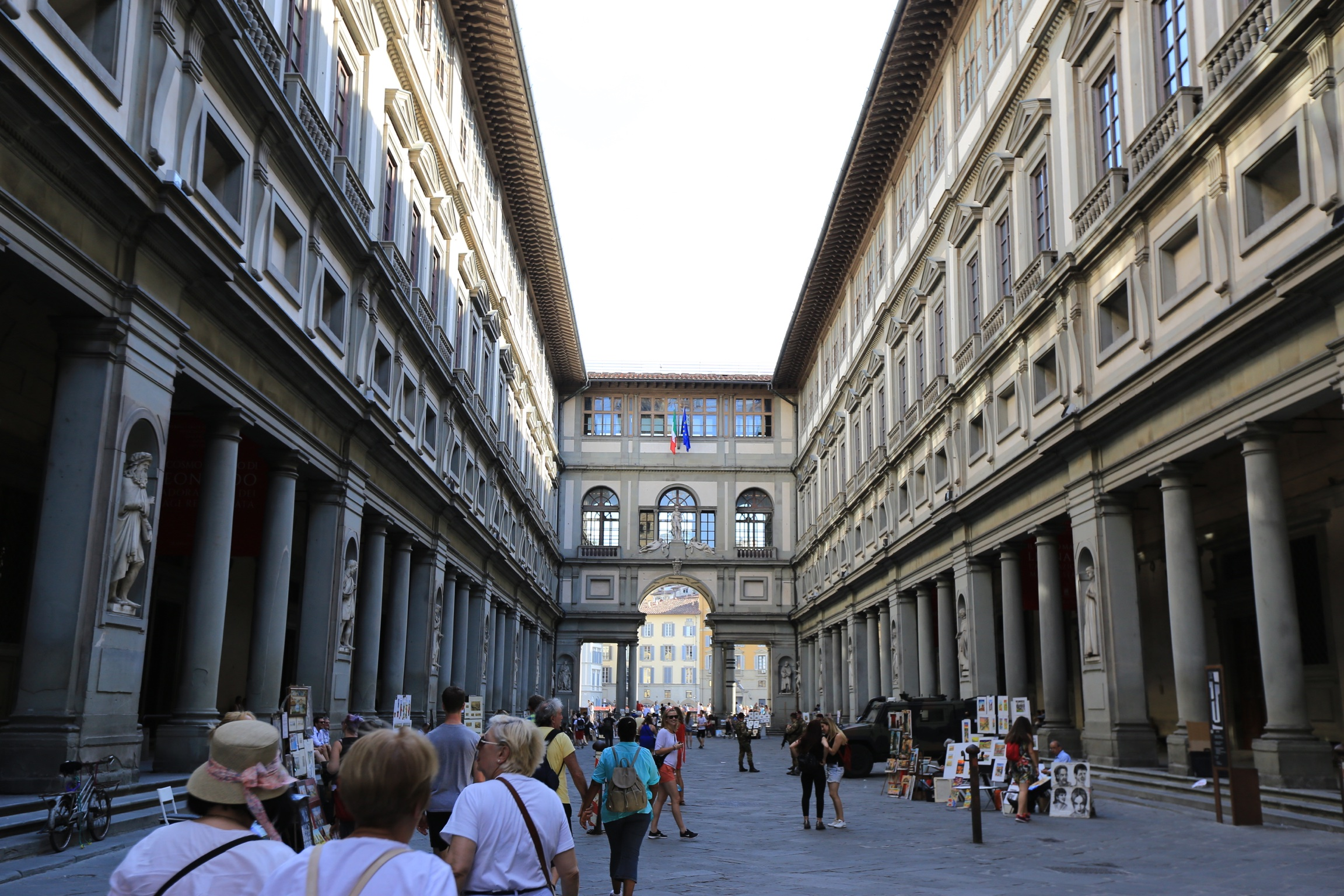 the outside of the beautiful uffizi gallery. swooooooooon.