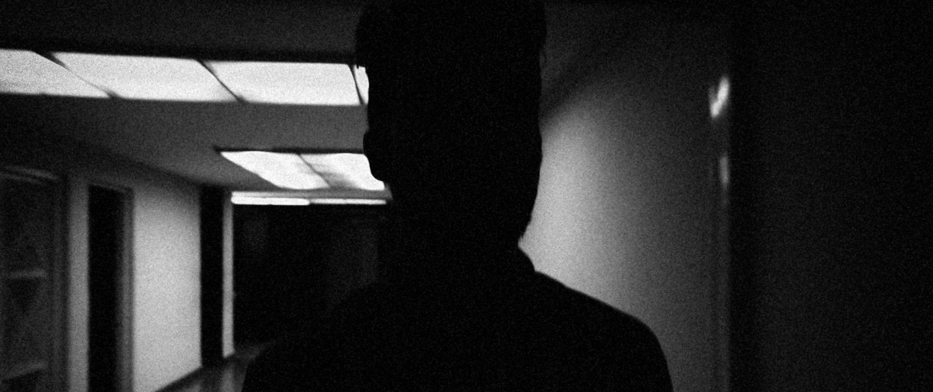 Cinematographer Alejandro Menéndez Vega used black and wide images, super wide lenses, and a thick grain to create the film's appalling visual style.