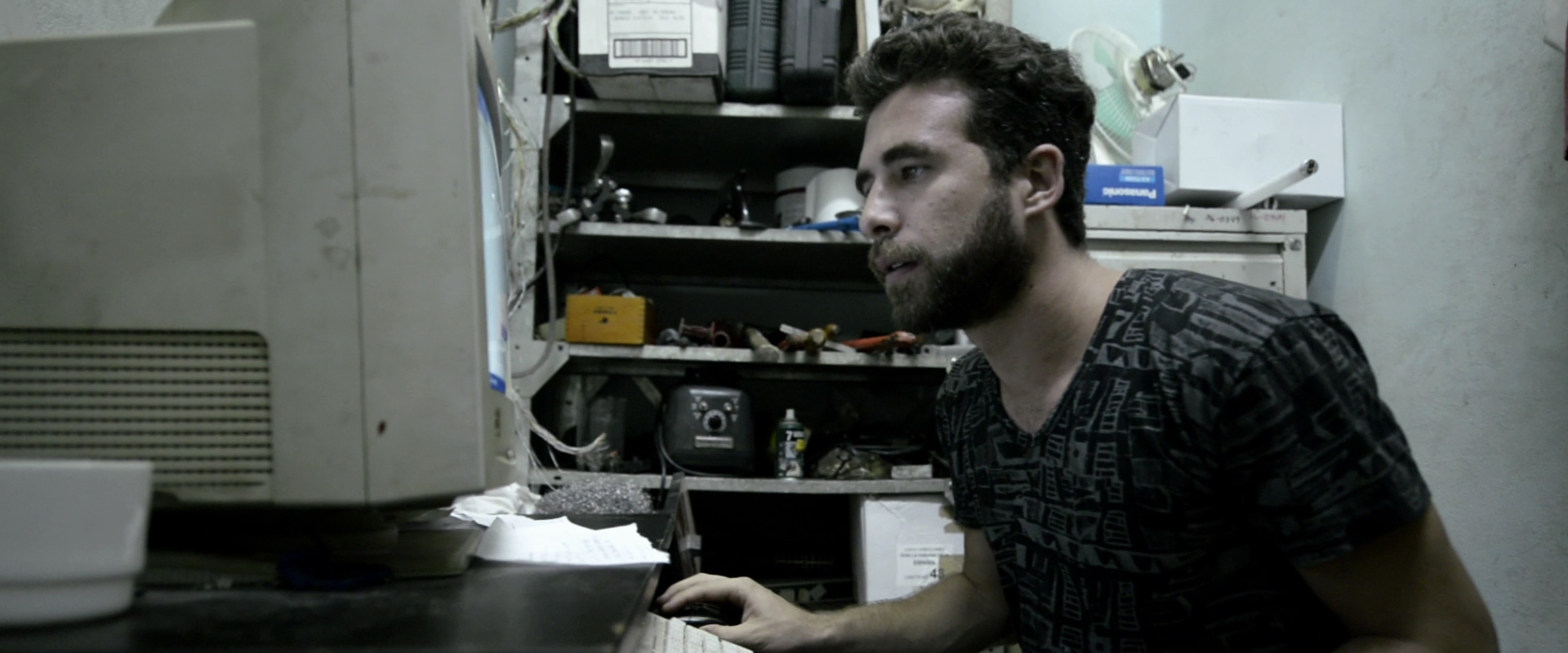 "This ""secret"" room seen in the film is where Juampa actually used to go to access the Internet when he lived in Cuba."