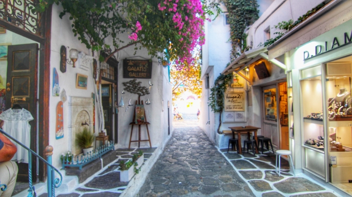 Walk around the streets of Downtown Mykonos during the day, and also at night time. It is full of little boutiques and beautiful streets.You can make a stop and have dinner or just a drink at sunset in one of the cute terraces in Little Venice.