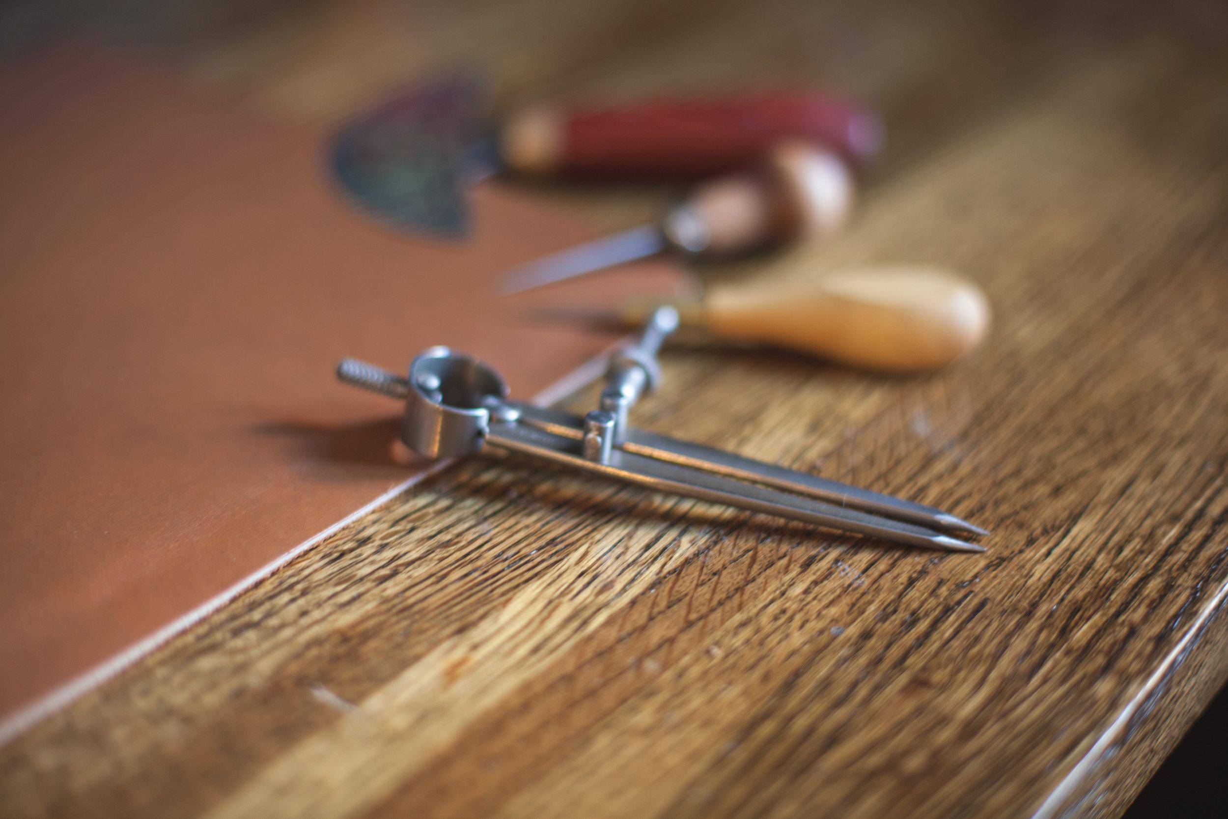 Swivel Knife -