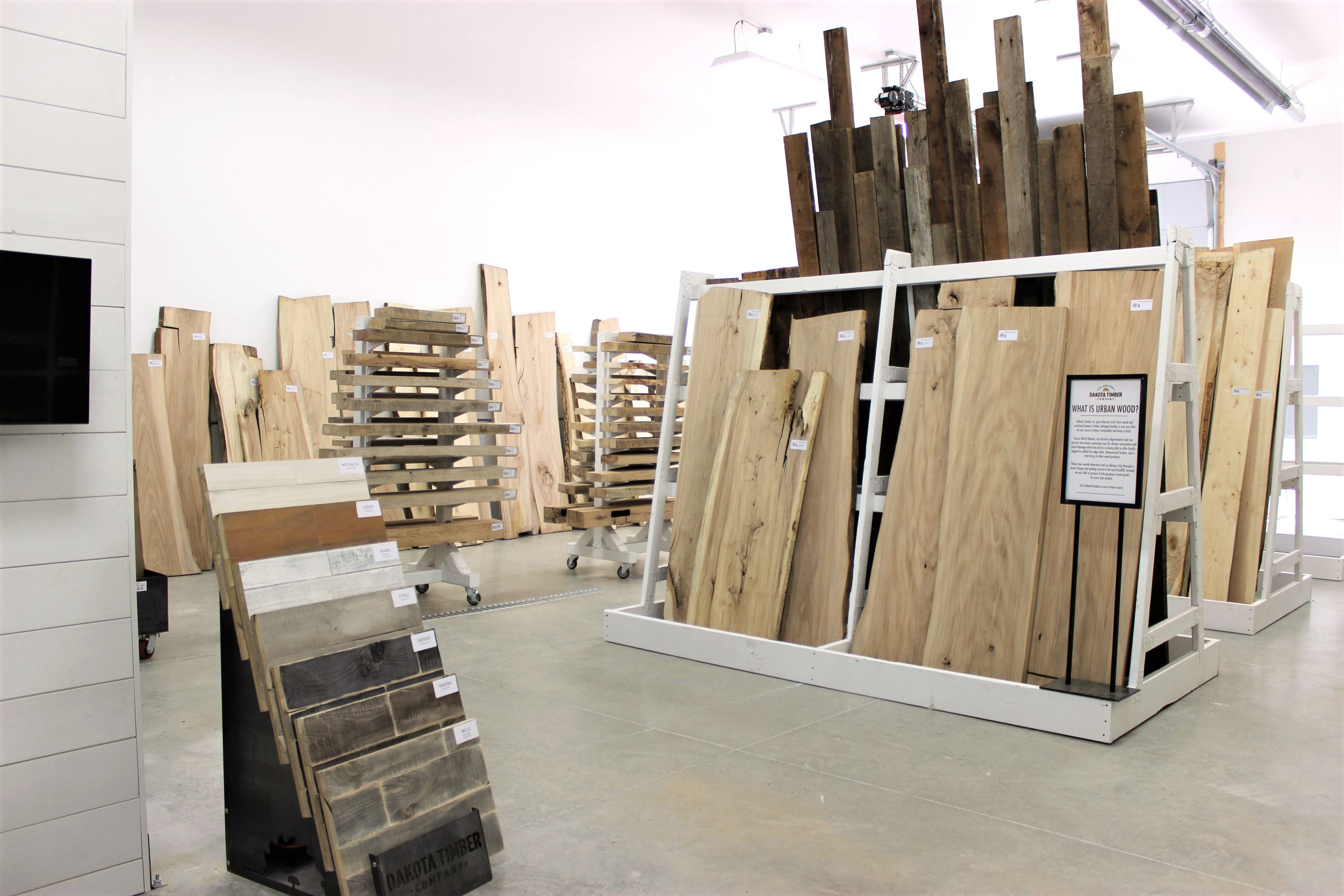 Ready to browse and buy reclaimed lumber, slabs, shelves, mantels, and more!