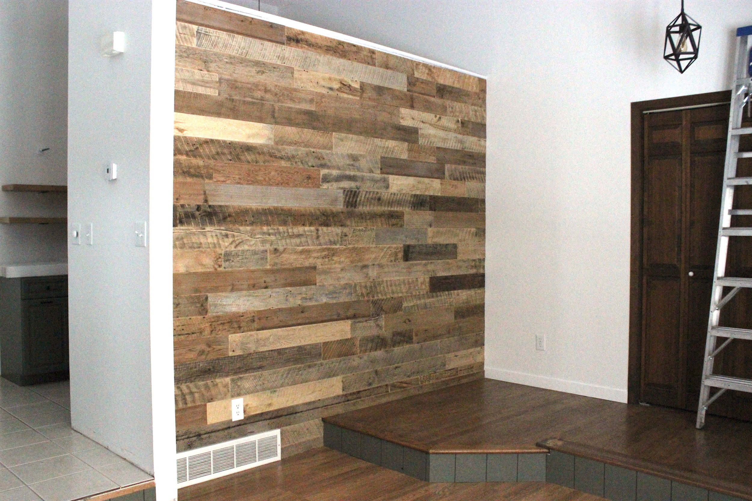 93 Reclaimed Wood Dakota Timber Co Fargo Moorhead Bismarck Finished Wall.JPG
