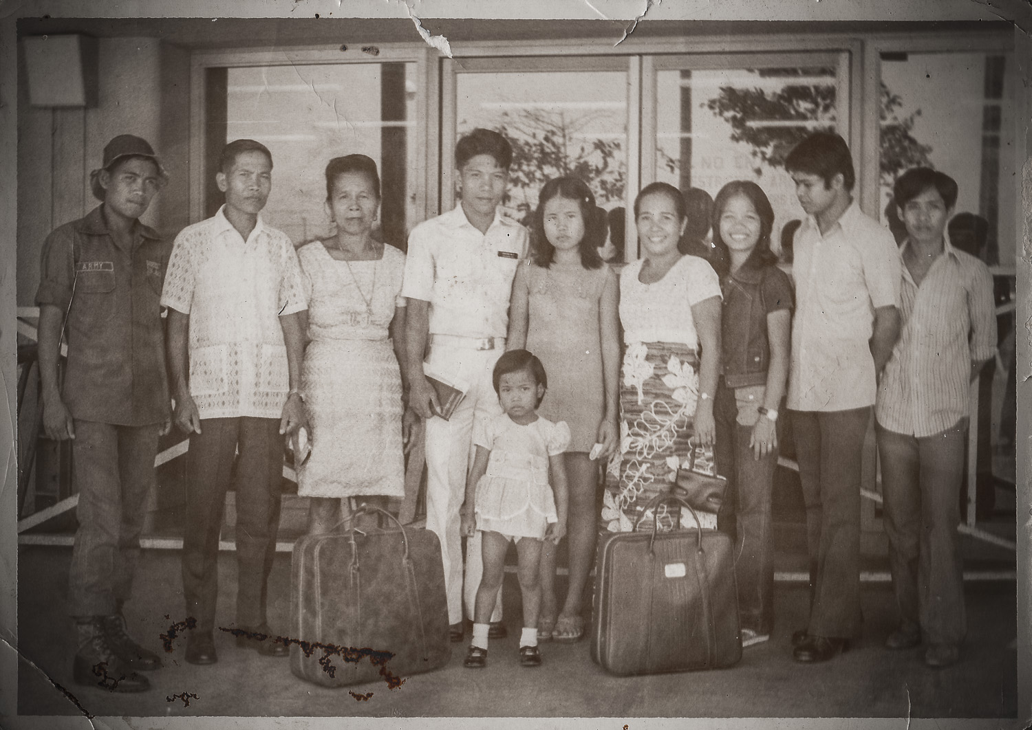 The tiny girl is Ate Felyn and the girl behind her is Ate Grace. That was the age gap they have. In the photo was my eldest brother (T/Sgt. Roderick Parocha) and beside him was my Daddy. On the right side of Ate Grace was my Mama and beside Mama on the right is Ate Del.