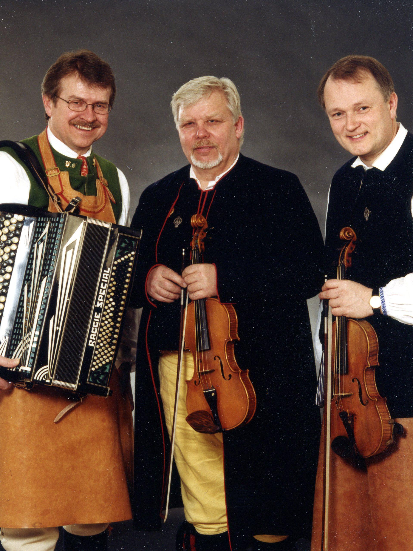 Artikelförfattaren tillsammans med två guldspelmän, Pers Hans Olsson och Anders Jacobsson. Foto: Kjells Foto