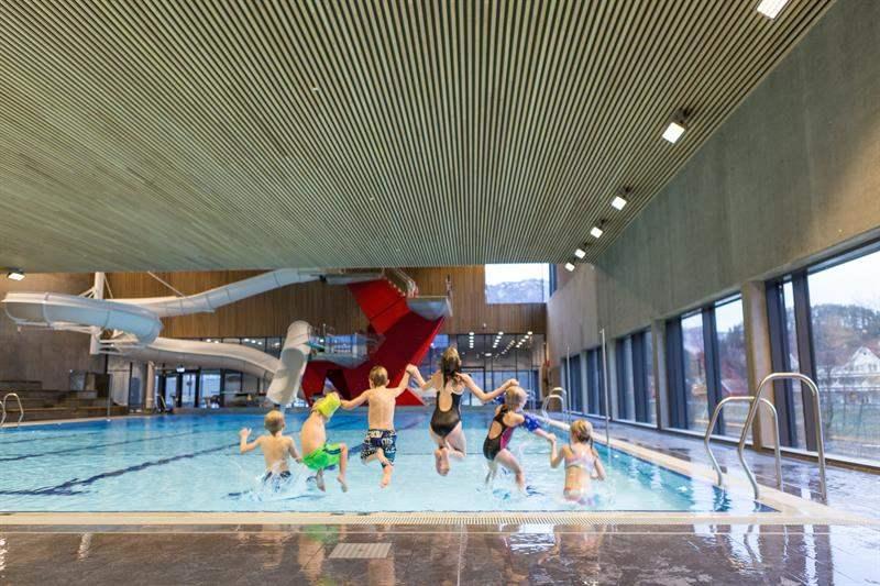 Svømmeglede i Kvinesdal - er Kvinesdal Svømmeklubbs visjon. Vi vil at våre medlemmer skal lære å svømme og kose seg i vannet. Klubben ble stiftet i 1967 og feiret 50-års jubileum i 2017.