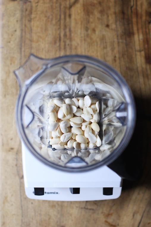 EASY HOMEMADE ALMOND MILK by Let It Be Cosy