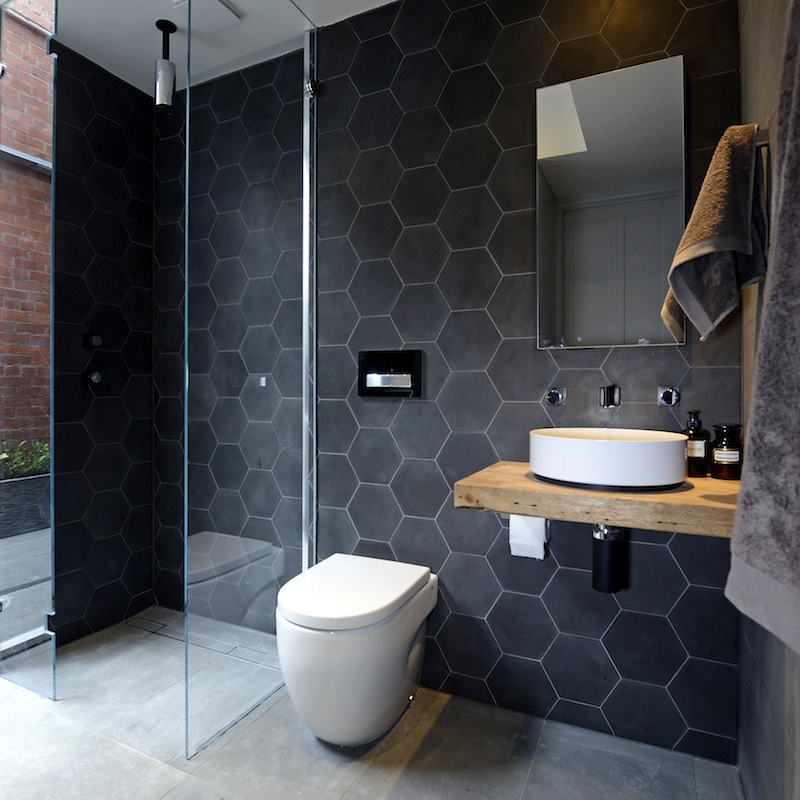 09-wet-room-black-homeycomb-homebnc.jpg