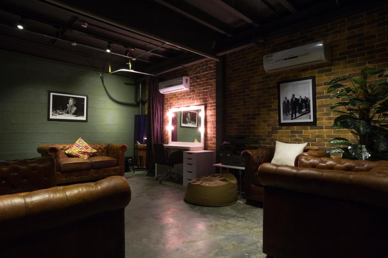 Warehouse 46724.jpg