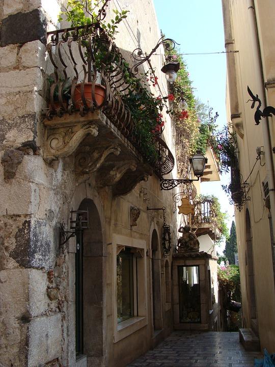 Sicily, the Eastern Cliffs - viuzza.jpg