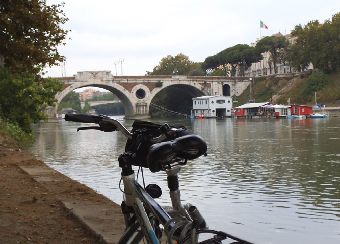 Cycling for Peace - along the tiber.jpg