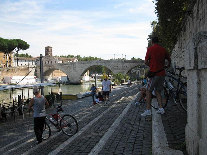 Cycling for Peace - tevere bike path.jpg