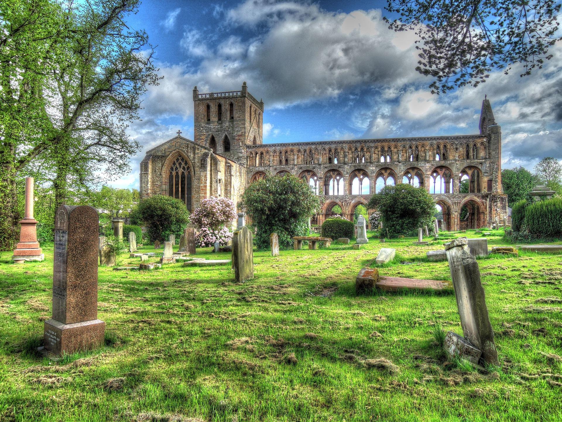 Jedburgh Abbey Ruins.jpg