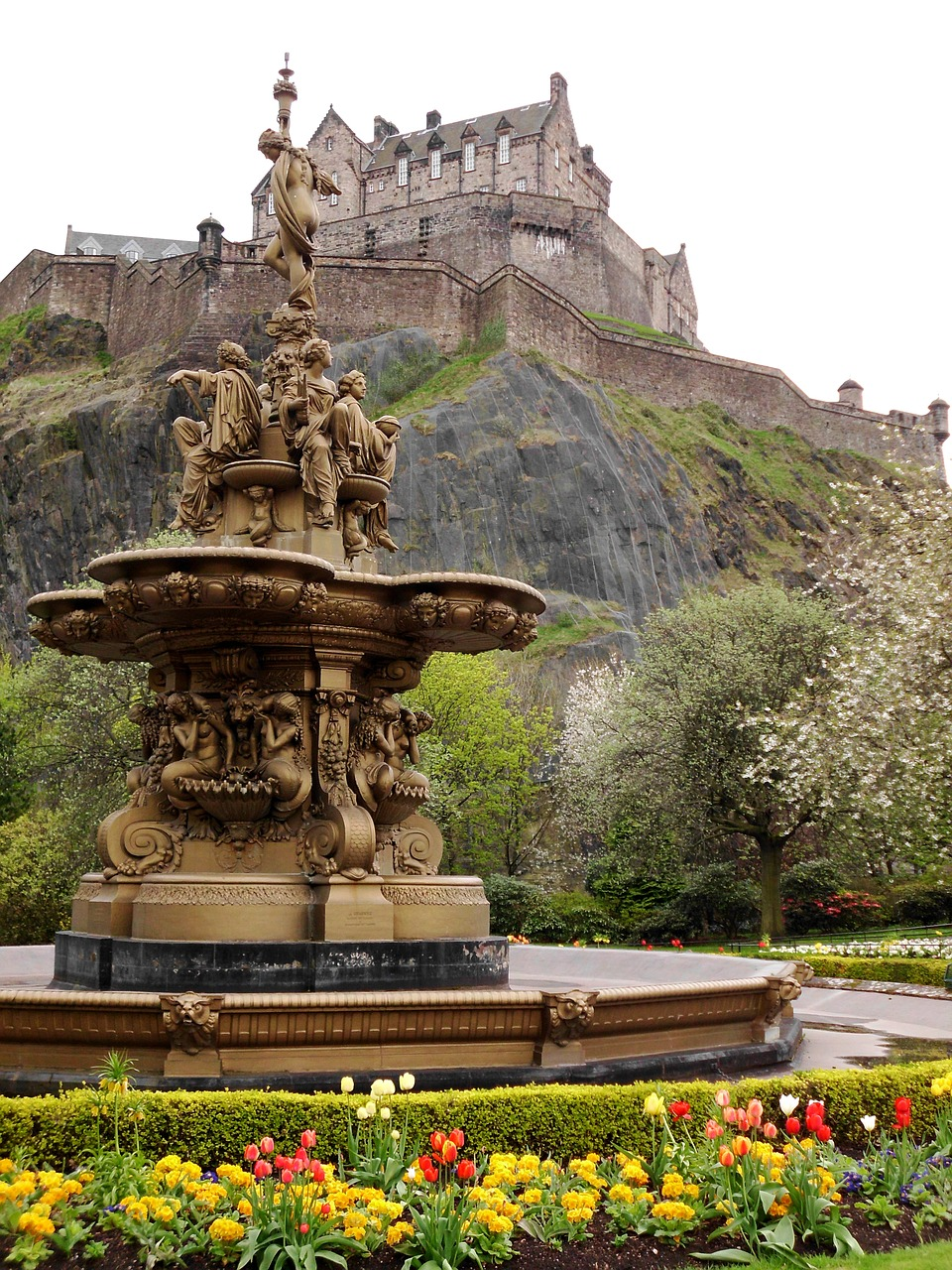 edinburgh-castle, pixabay June 2016.jpg