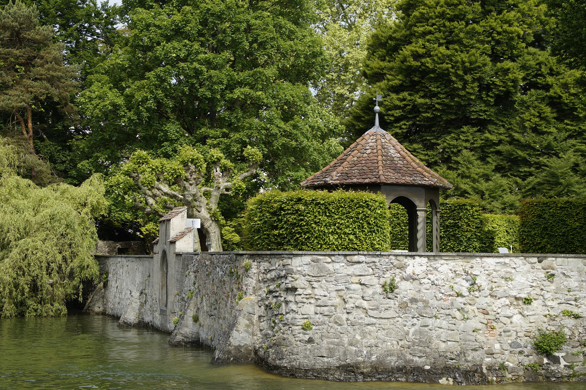Moated-castle px.jpg