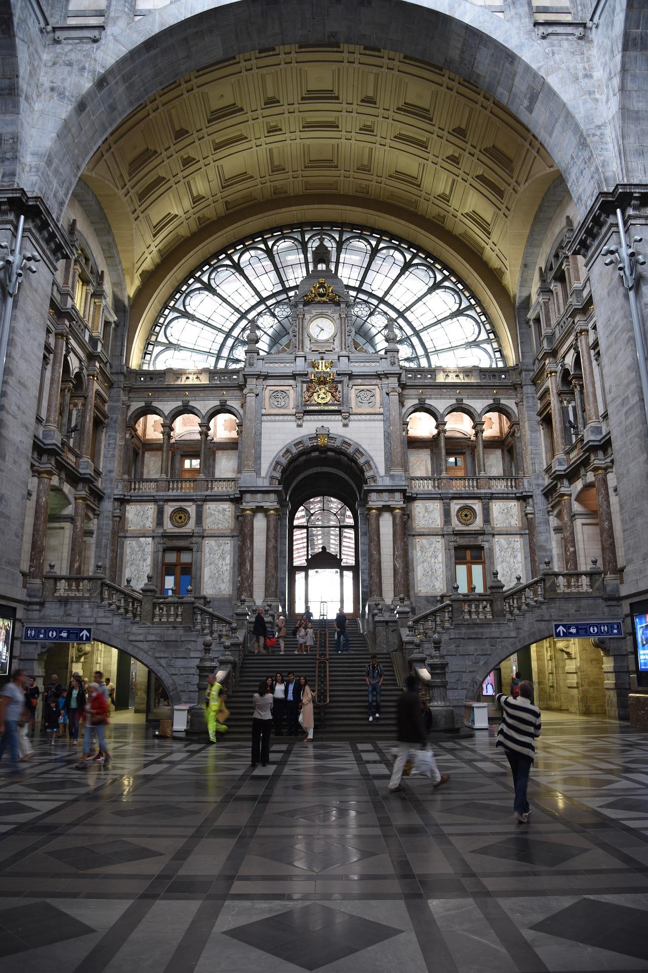 Railway Station, Antwerp.jpg