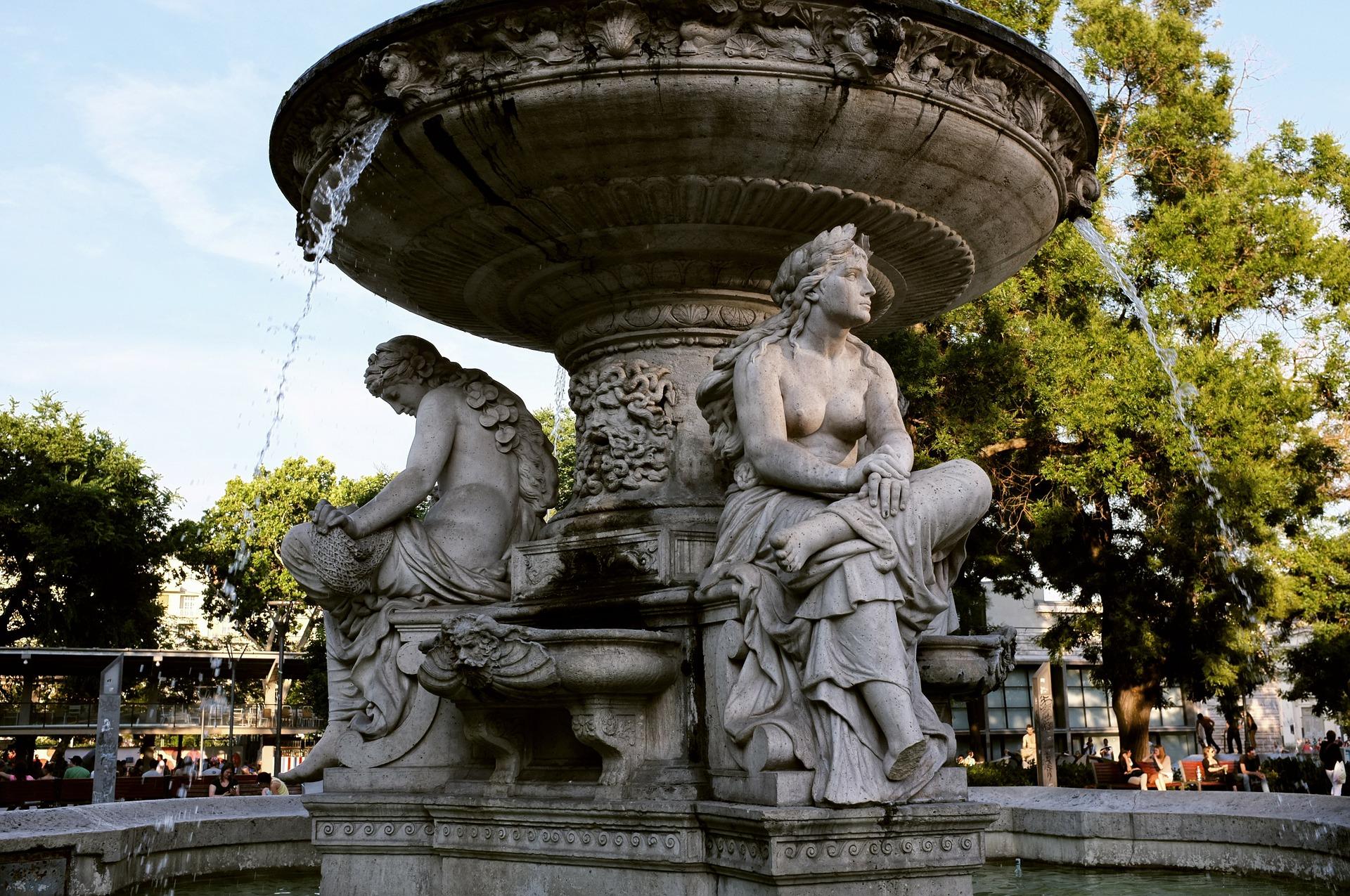 Budapest, Park Fountain.jpg