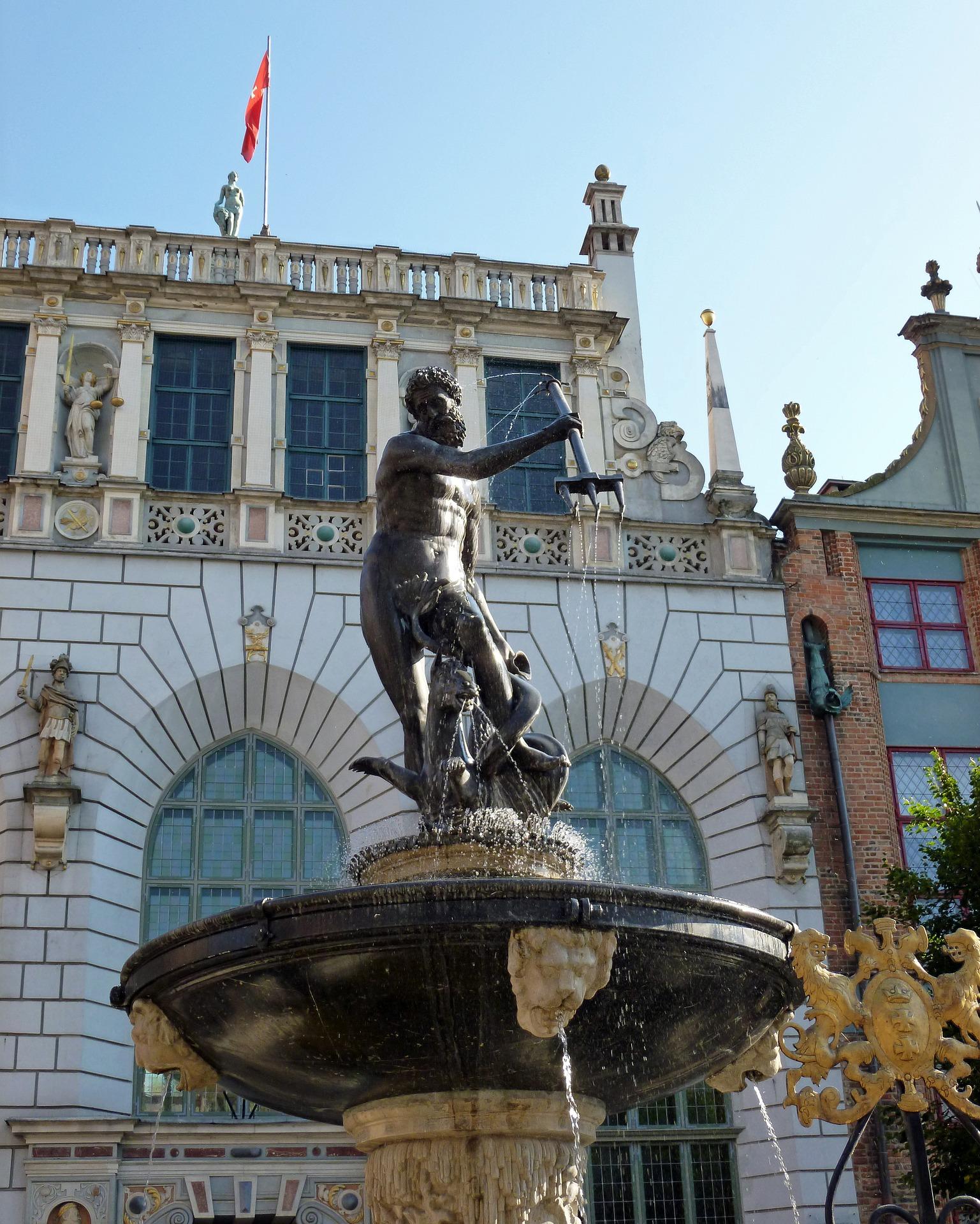 Gdansk Mercury statue.jpg
