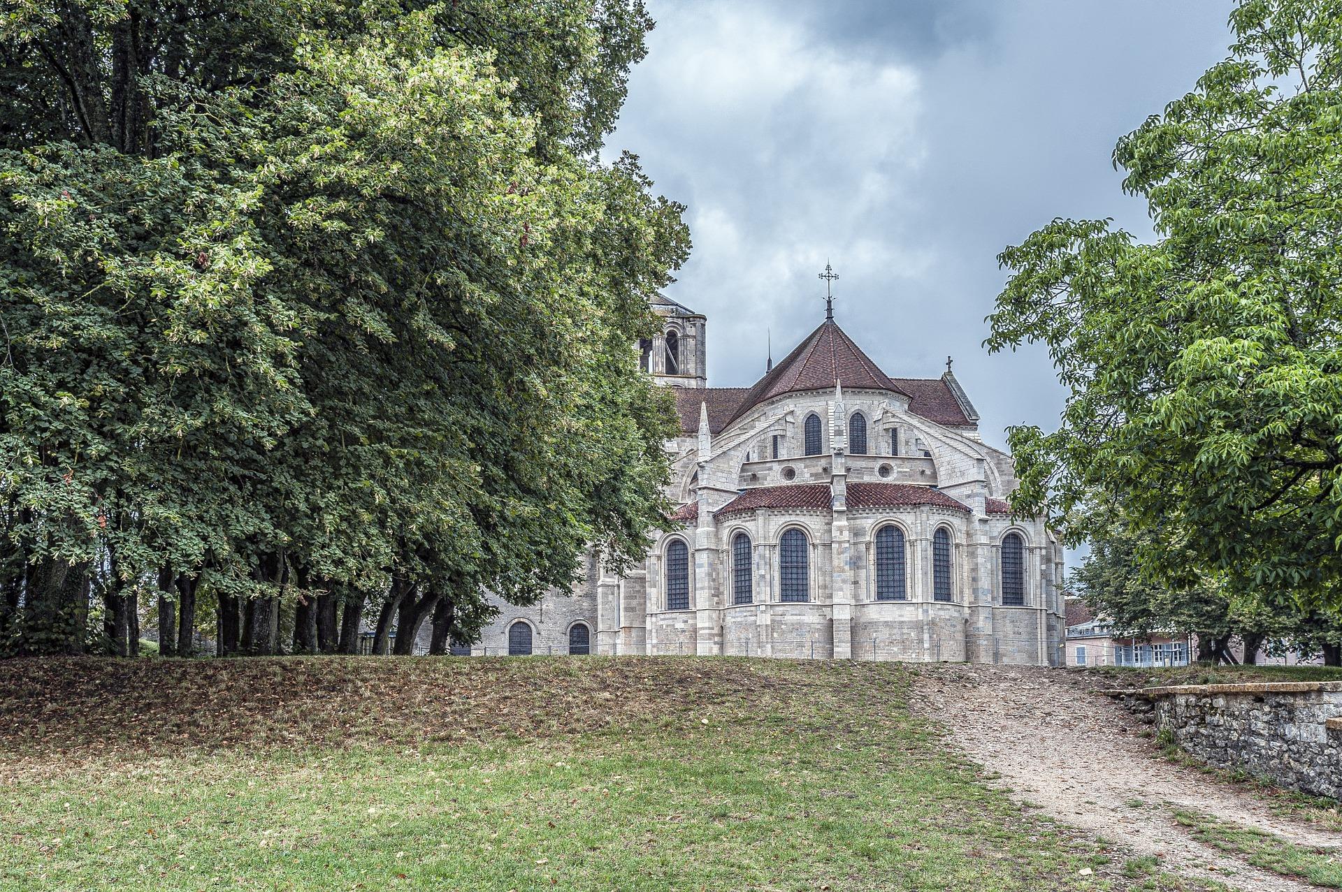 2 Vezelay Abbey.jpg