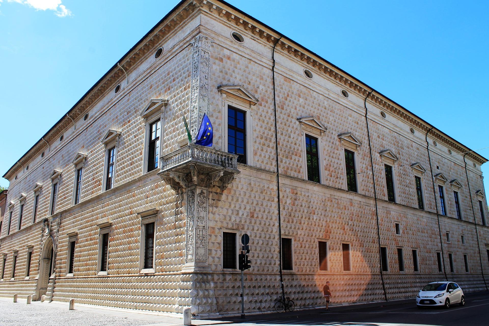 Ferrara Palazzo Diamanti.jpg