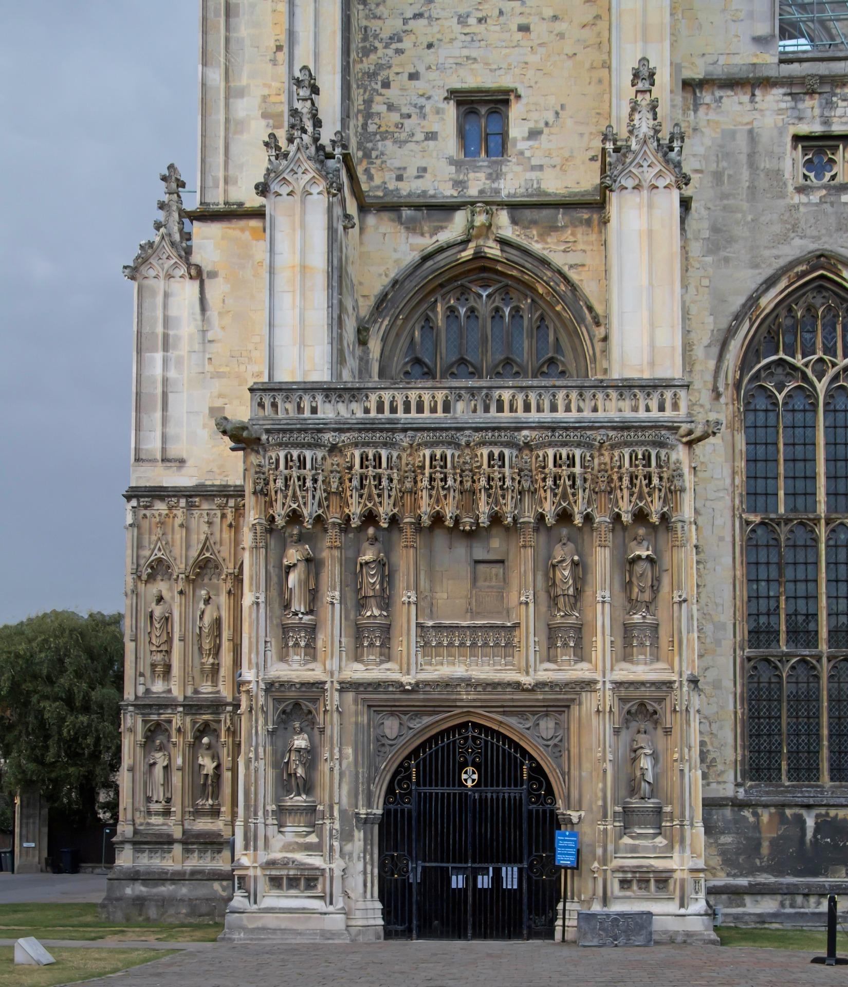 Entrance Canterbury Cathedral.jpg
