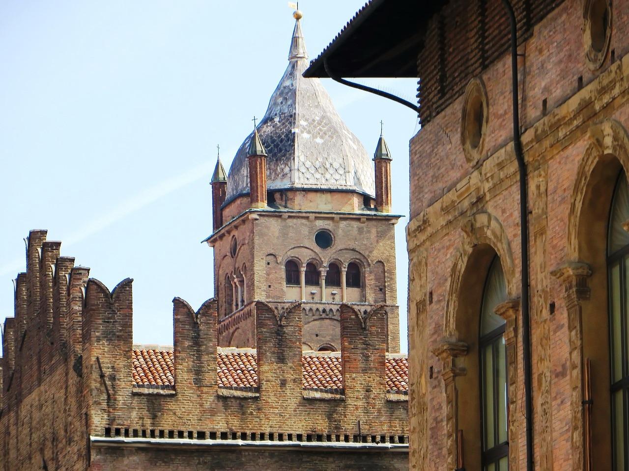 Bologna, Piazza Maggiore Pixabay May 2016.jpg