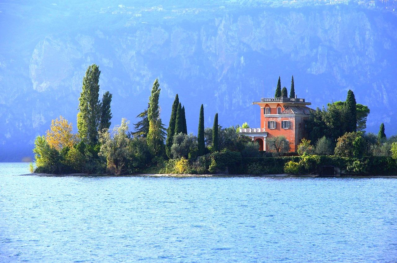 1 Isola del Garda, Pixabay June 2016.jpg