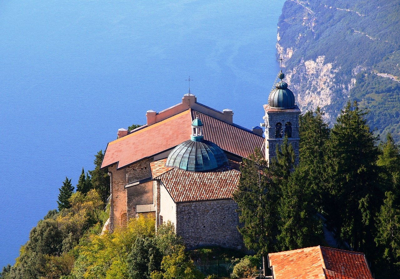Garda San Tignale Church.jpg
