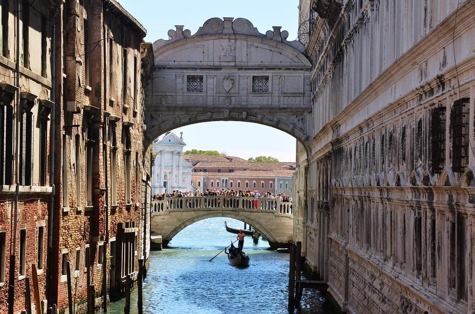 Venice, Bridge of Sighs.jpg