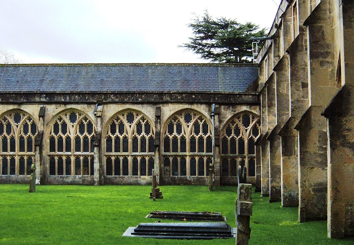 Wells Cathedral courtyard public domain cc.jpg