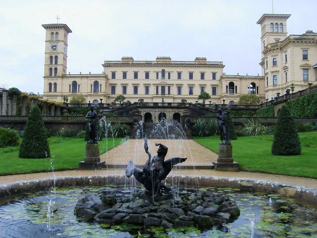 1 Osborne House and Fountain.jpg