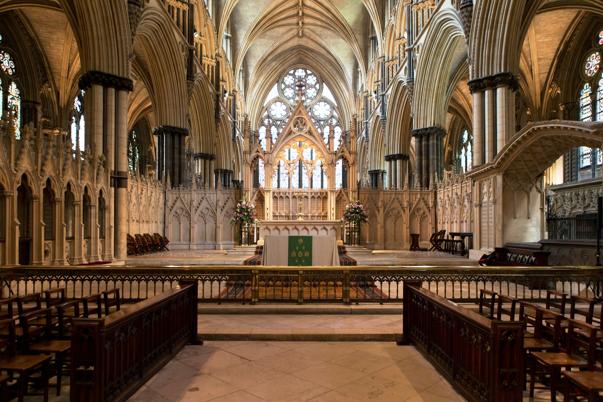 Lincoln Cathedral Interior.jpg