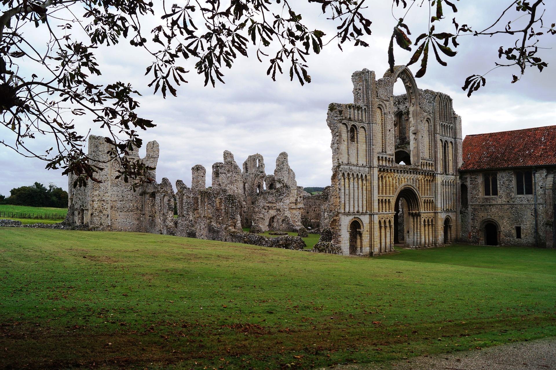 Castle Acre Priory.jpg